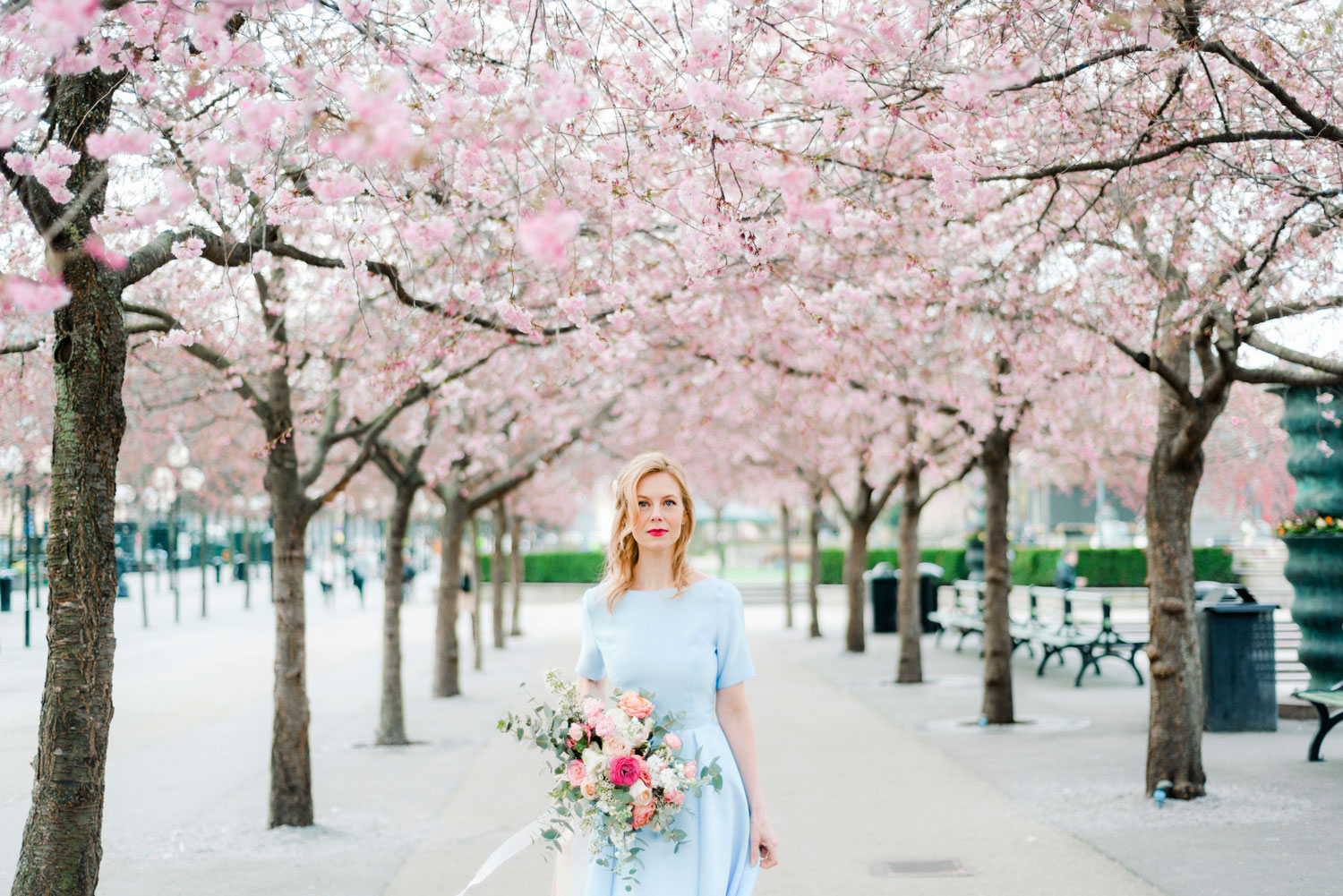 Portrait Photo Session in Cherry Blossom. Bröllopsfotograf Stockholm Umeå. Wedding photographer
