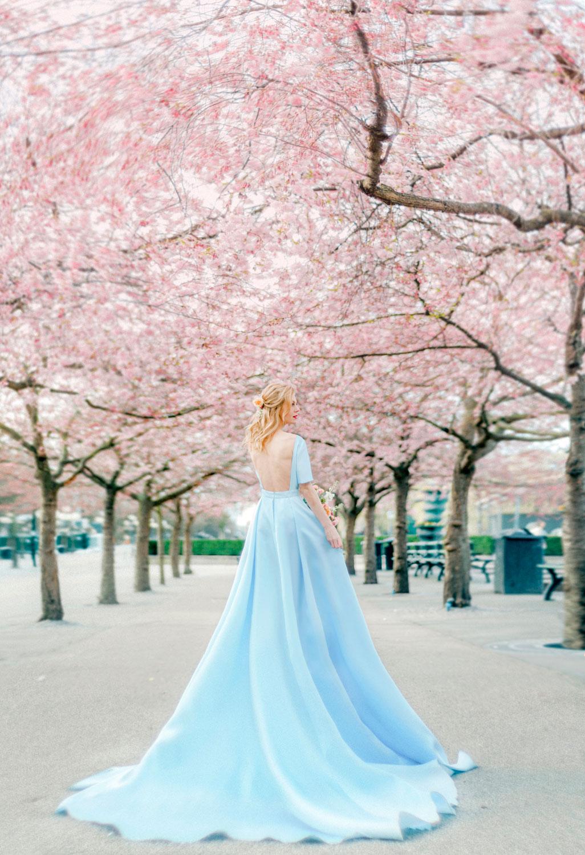 Portrait Photo Session in Cherry Blossom. Bröllopsfotograf Stockholm Umeå. Wedding photographer